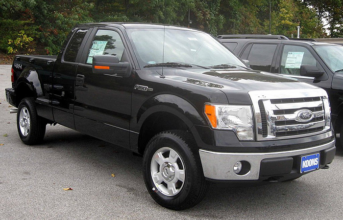 1024px-2009_Ford_F-150_XLT