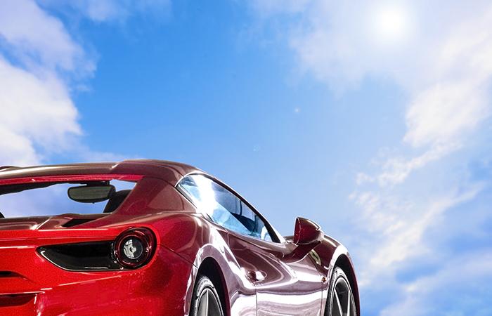 航空機やF1、高級スポーツカーなどに使用