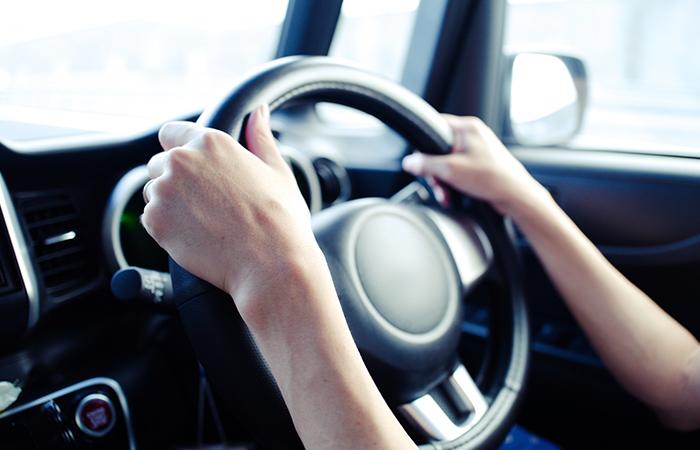 まずは車内にこもった熱気を車外に排出する